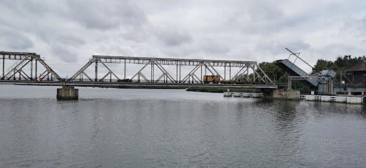 most kolejowy nad Regalicą